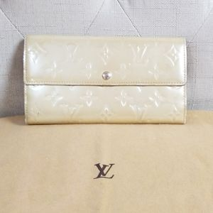 Authentic Louis Vuitton Vernis wallet